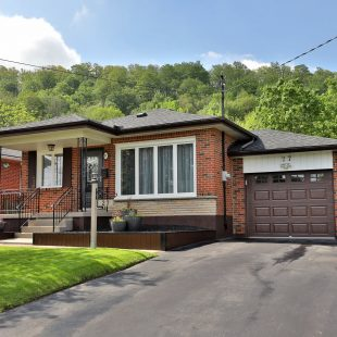27 Alba Street, Stoney Creek: $489,900