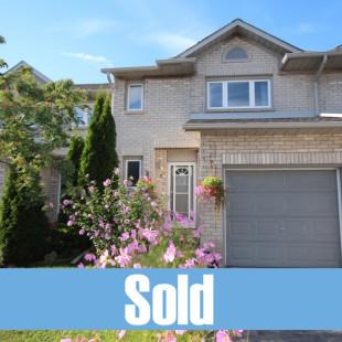5 – 1 Royalwood Court, Stoney Creek: $256,000