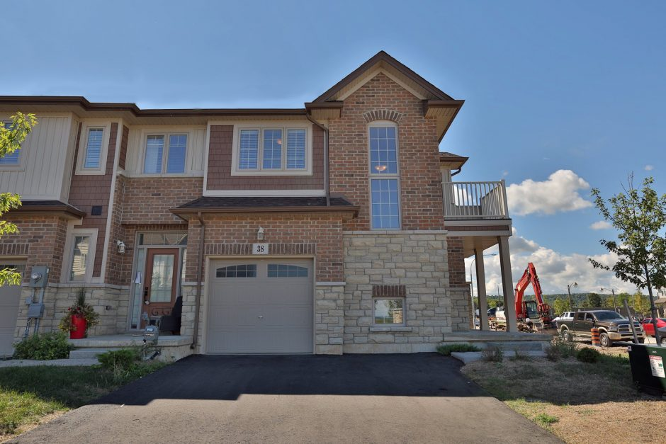 38 7 Lakelawn Road Grimsby 449 900 Kevin Amp Tina